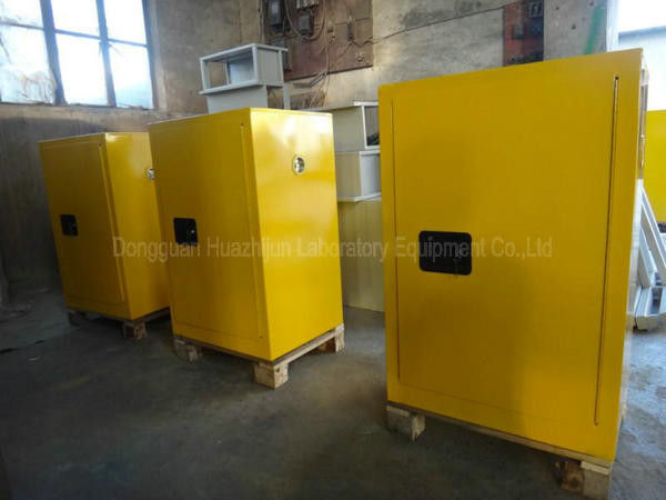 Slip Resistant Lockable Chemical Storage Cabinets 150kg Loading Capacity